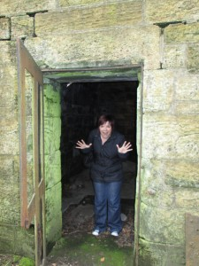 CUPAR TOUR & ICE HOUSE CATHERINE AT DOOR QUARRY HOUSE IN CERES WOODS
